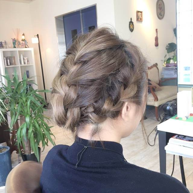 【ショートヘアでも襟足すっきり!】編み込みヘアアレンジの作り方